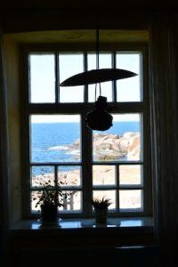 Blick aus dem Fenster eines finnischen Leuchtturms.